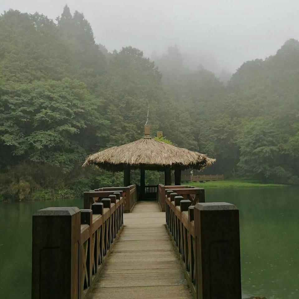 sisters-pond-alishan-taiwan2