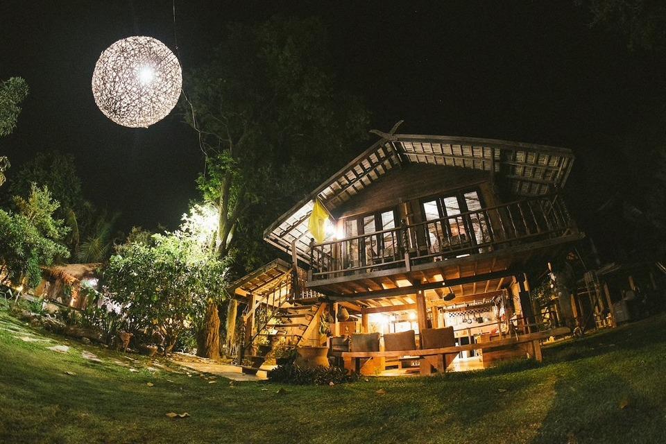 Whole Earth-restaurant-chiangmai-thailand3 chiang mai night bazaar restaurants what to eat at chiang mai night bazaar