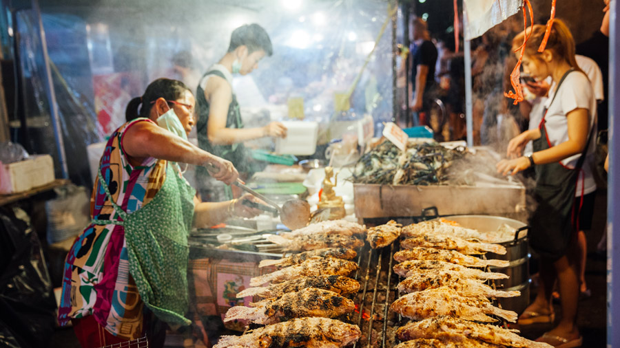 chiang mai night bazaar restaurants blog 24