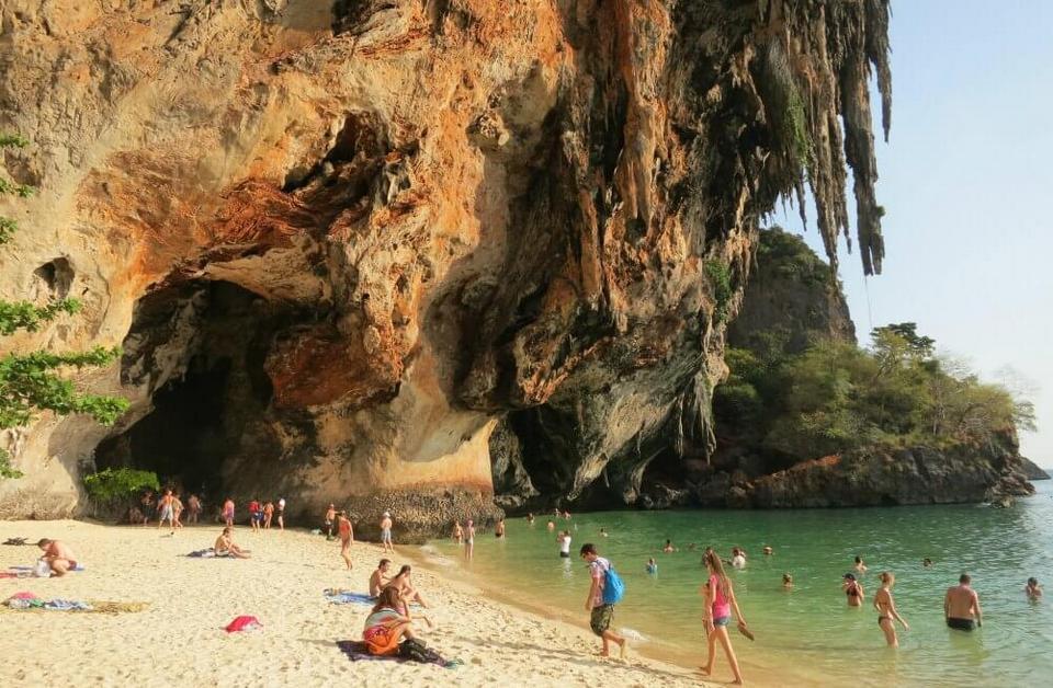 PhraNang Beach-raily