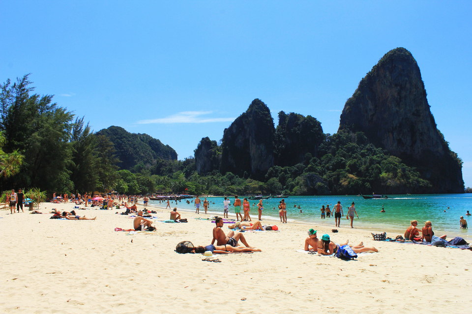 swimming in railay beach1