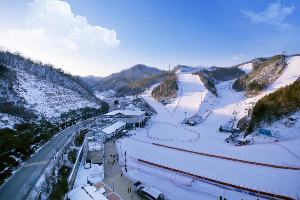 Elysian-Gangchon-Ski-Resort-gangwon-korea-tours skiing in korea skiing in south korea best ski resorts in korea best ski resort near seoul