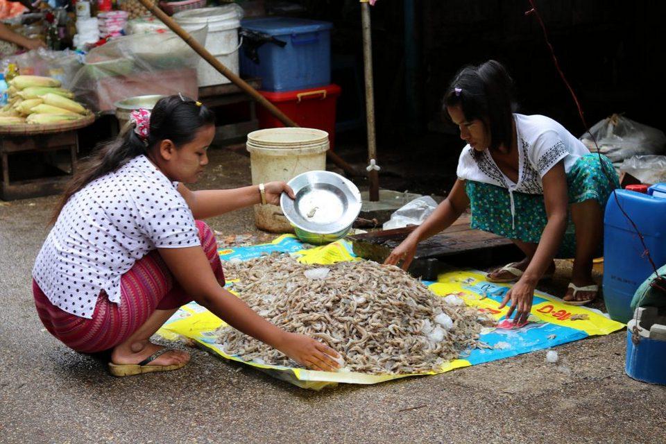 taboos-Myanmar-tours3