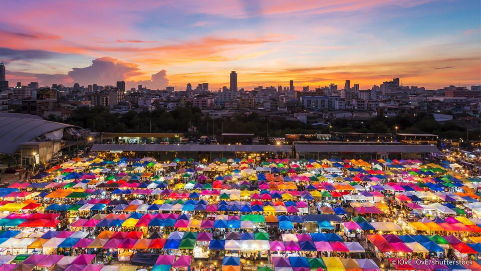 top night market in bangkok best night markets in Bangkok bangkok best night market