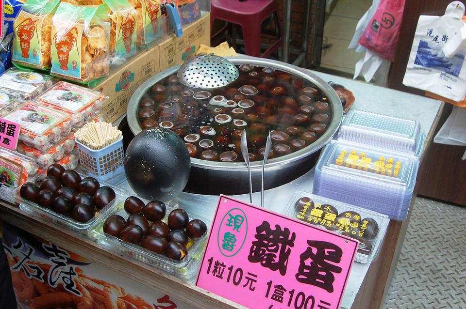 Taiwanese-iron-egg2 taiwan street food taiwan street food 2017 taiwan street food blog