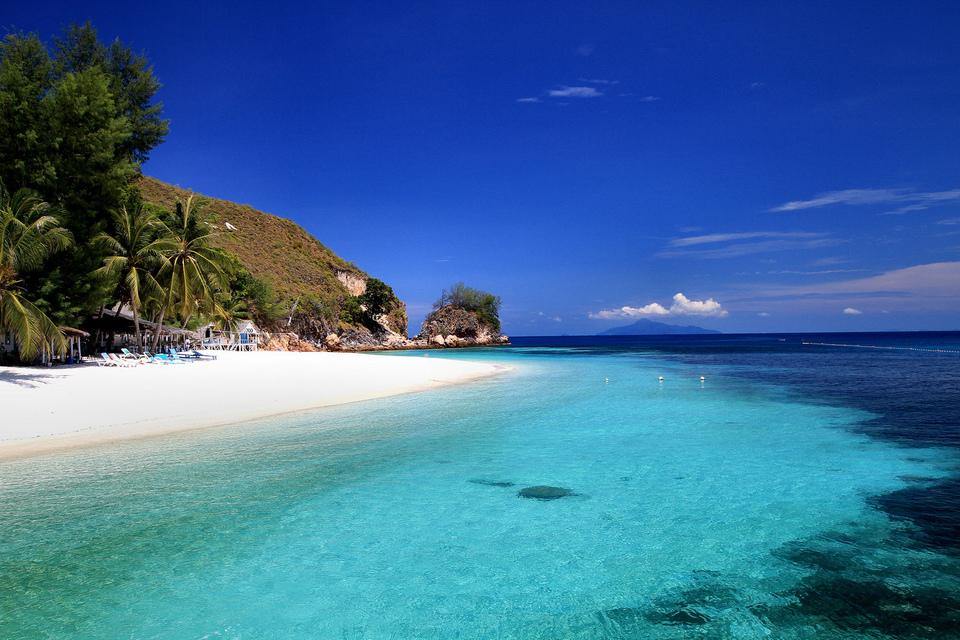 swimming-tioman-island-malaysia