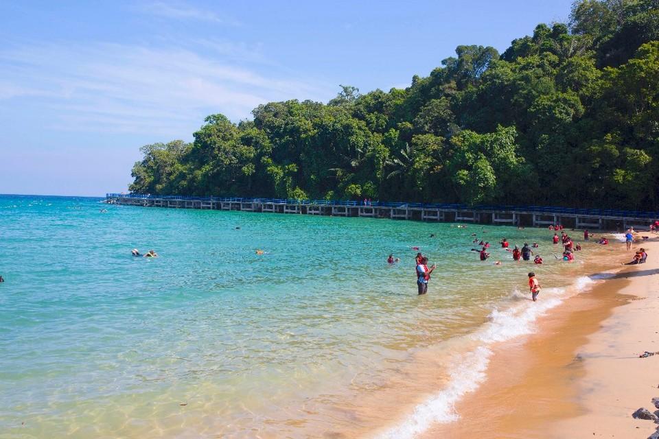 swimming-tioman-island-malaysia1 tioman island travel blog tioman island travel guide tioman island malaysia