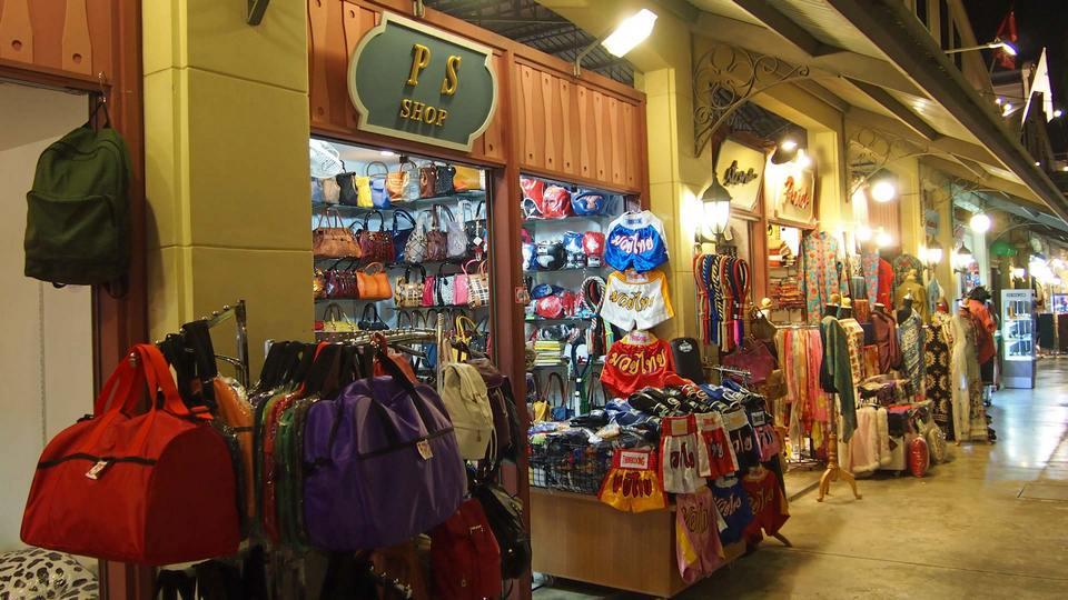 Asiatique The Riverfront night market in bangkok2