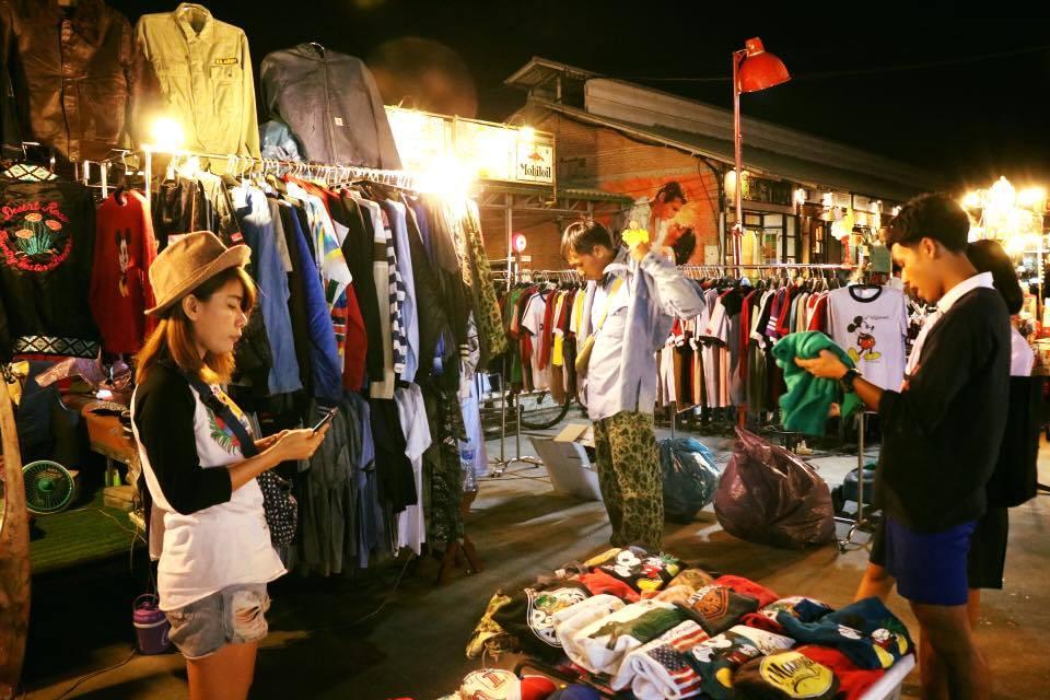 top night market in bangkok best night markets in Bangkok bangkok best night market