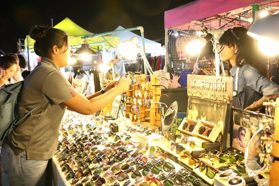 Rot Fai Train Night Market-bangkok8