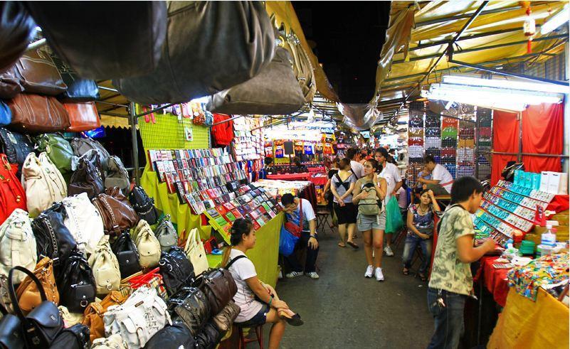 patpong night market in bangkok2