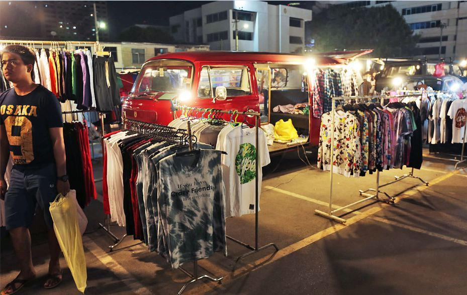 rot-fai-rachada-night market-bangkok