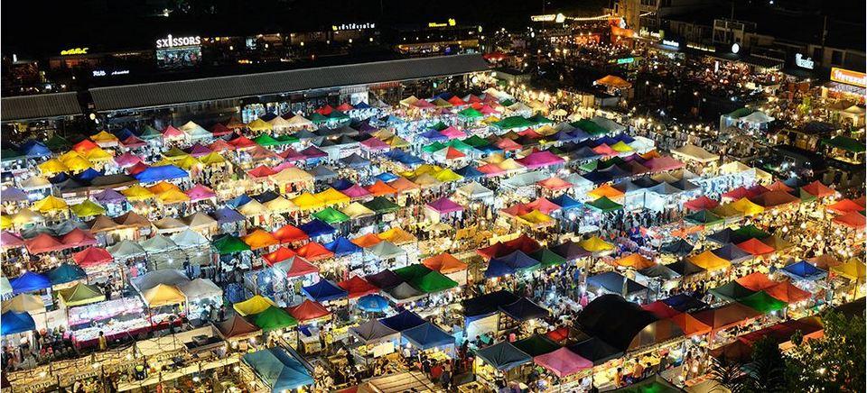 rot-fai-rachada-night market-bangkok1 Photo by: top things to do in bangkok at night blog.