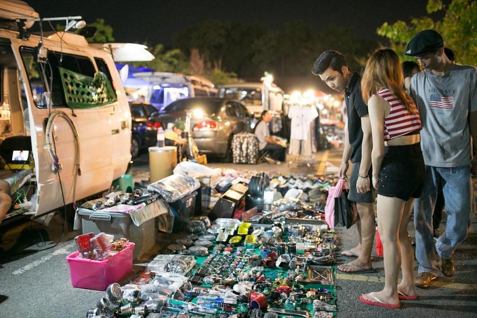 rot-fai-rachada-night market-bangkok8