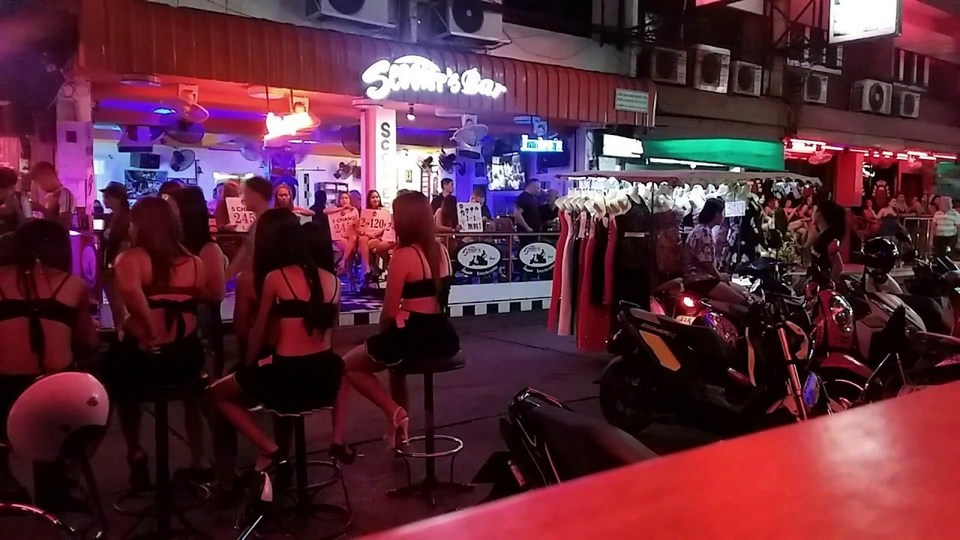 Nightlife-Soi-6-Pattaya-Thailand-Lucky-Love what to do in pattaya at night things to do in pattaya at night best nightlife in pattaya