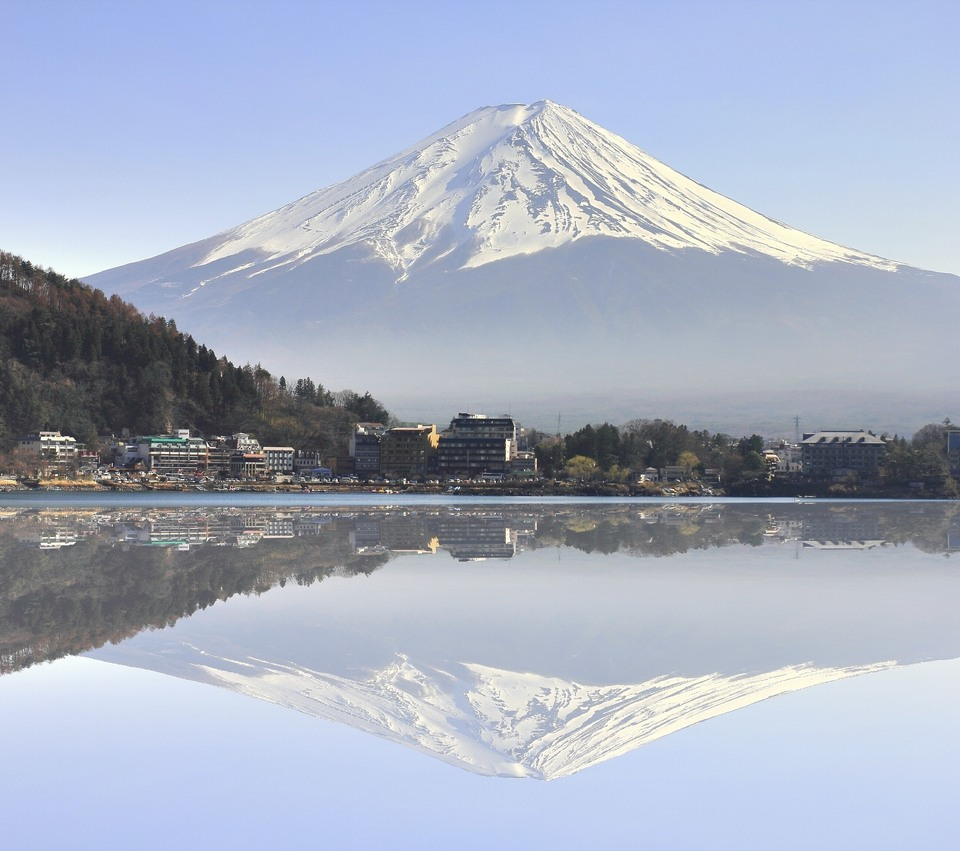 lake kawaguchiko and Mount Fuji far away