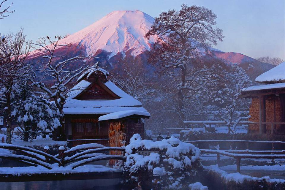Oshino Hakkai village in winter Photo by: mount fuji day trip bog.