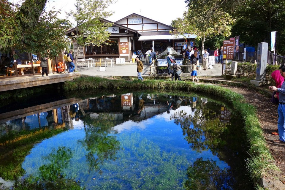 Oshino Hakkai village spring Image Credit: mount fuji day trip blog.