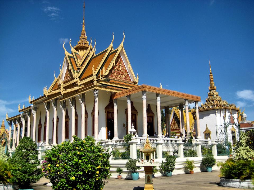 Wat Preah Morakat-phnom penh phnom penh travel blog phnom penh travel guide phnom penh blog 2018