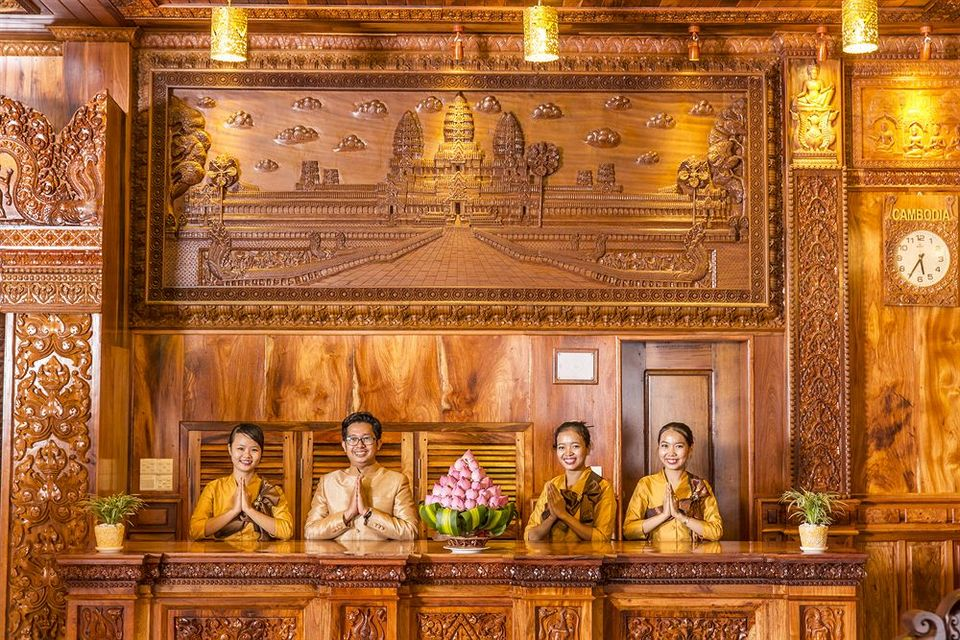 hotel-phnom penh Image by: phnom penh travel blog.