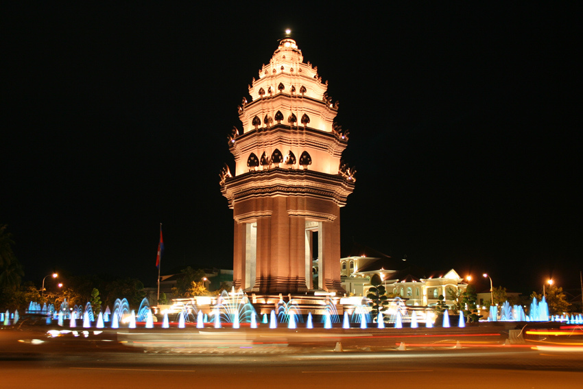 independence monument-phnom penh Foto by: phnom penh blog.