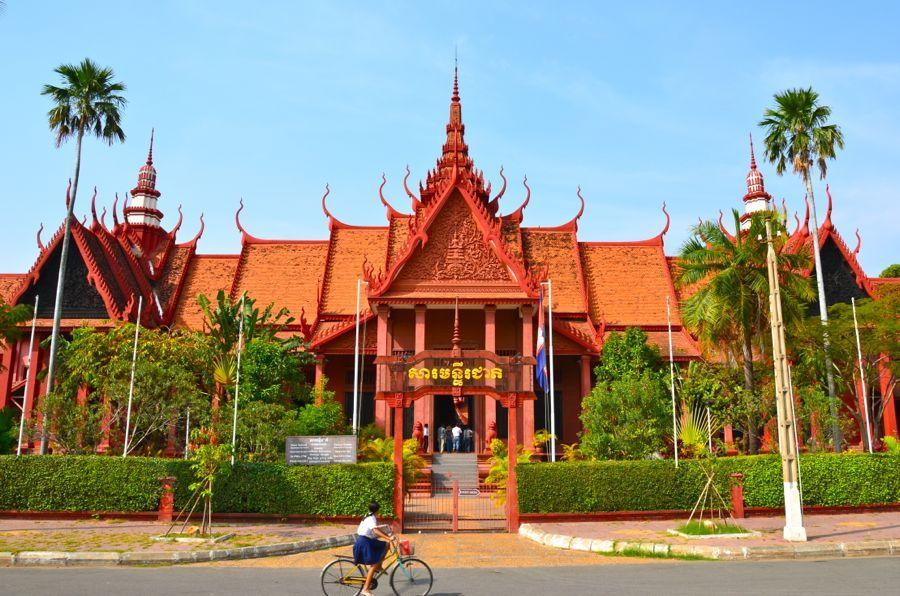 national_museum_phnom penh1 Image by: phnom penh travel blog.