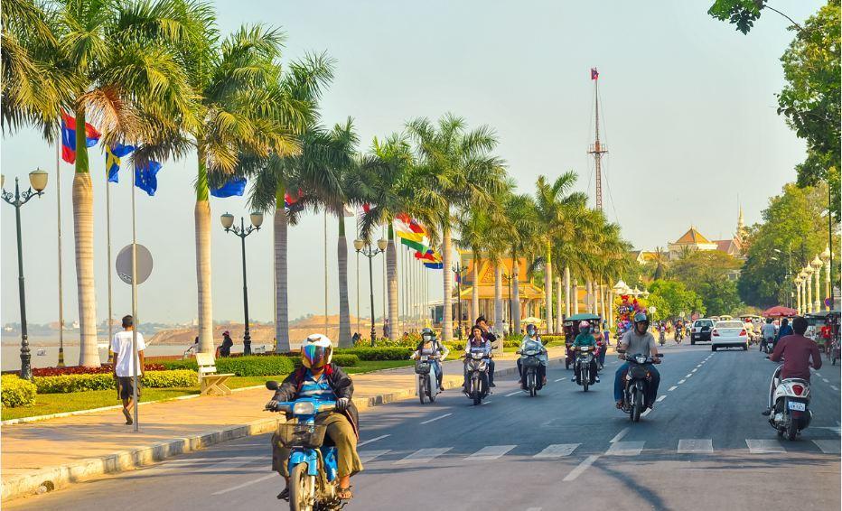 sisowath-quay-in-phnom-penh