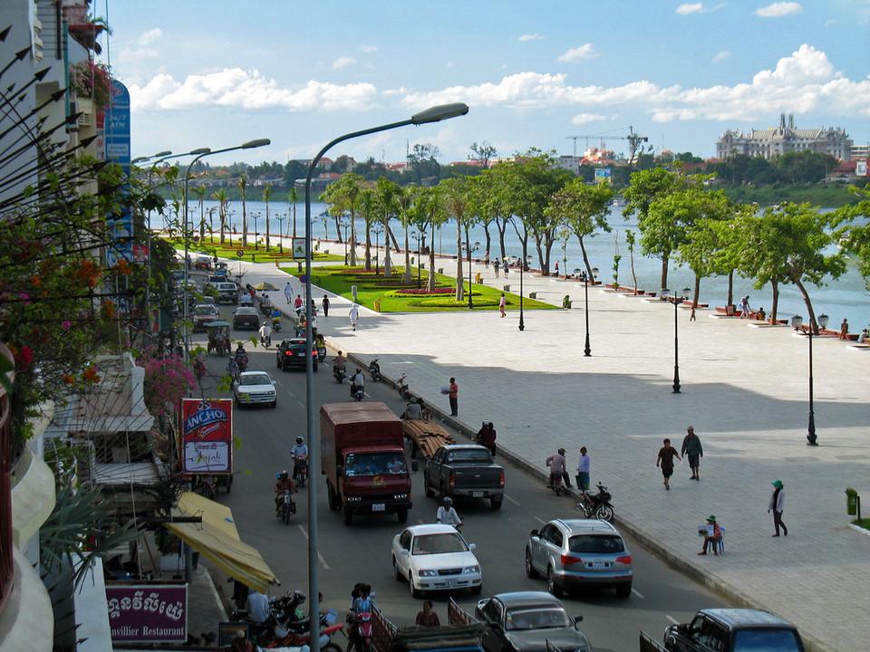 sisowath-quay-in-phnom-penh1