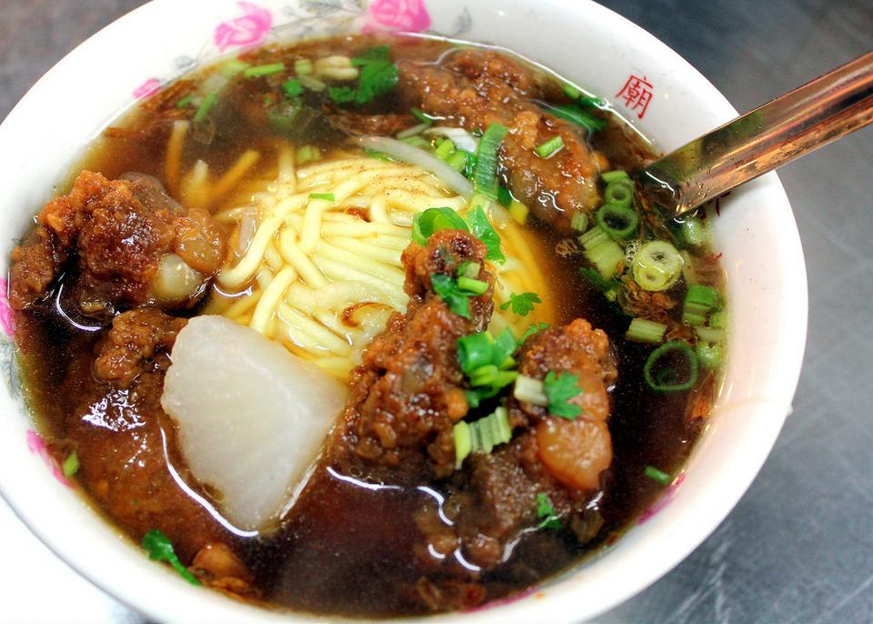 Huaxi street night market pork rib noodles