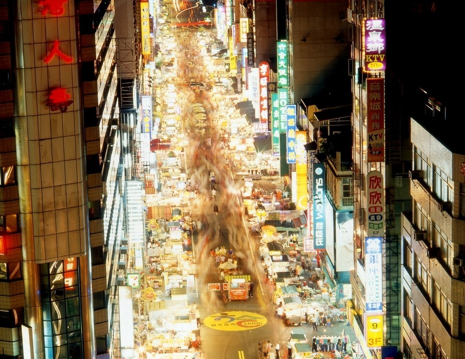 Liouhe Tourist Night Market, Kaohsiung from above best night markets in taiwan best night market in taipei taiwan night market guide