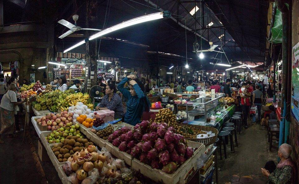 Old Market - Phnom Penh Image by: shopping phnom penh blog.