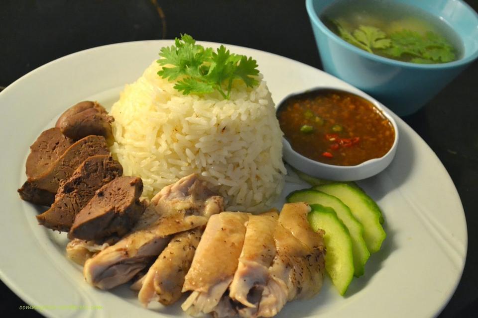 Khao Man Gai Ruam (boiled chicken & fried chicken)
