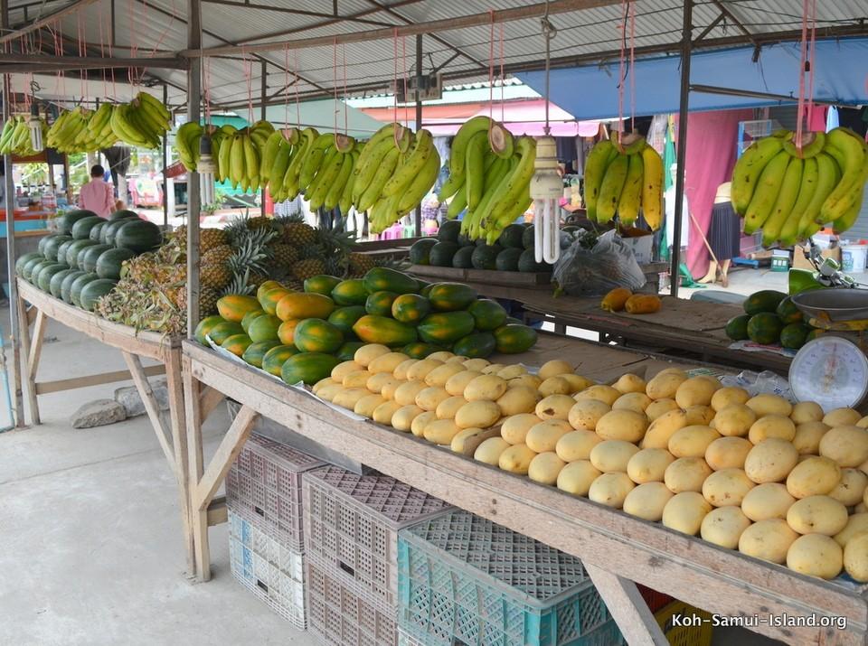Koh Samui mangoes and bananas at Bangrak market