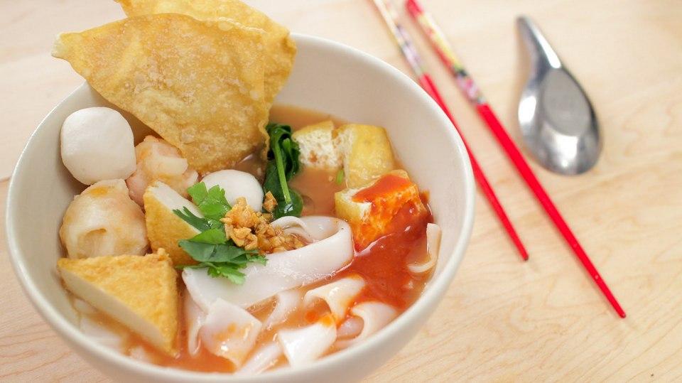 Yen Ta Fo (pink noodle soup)