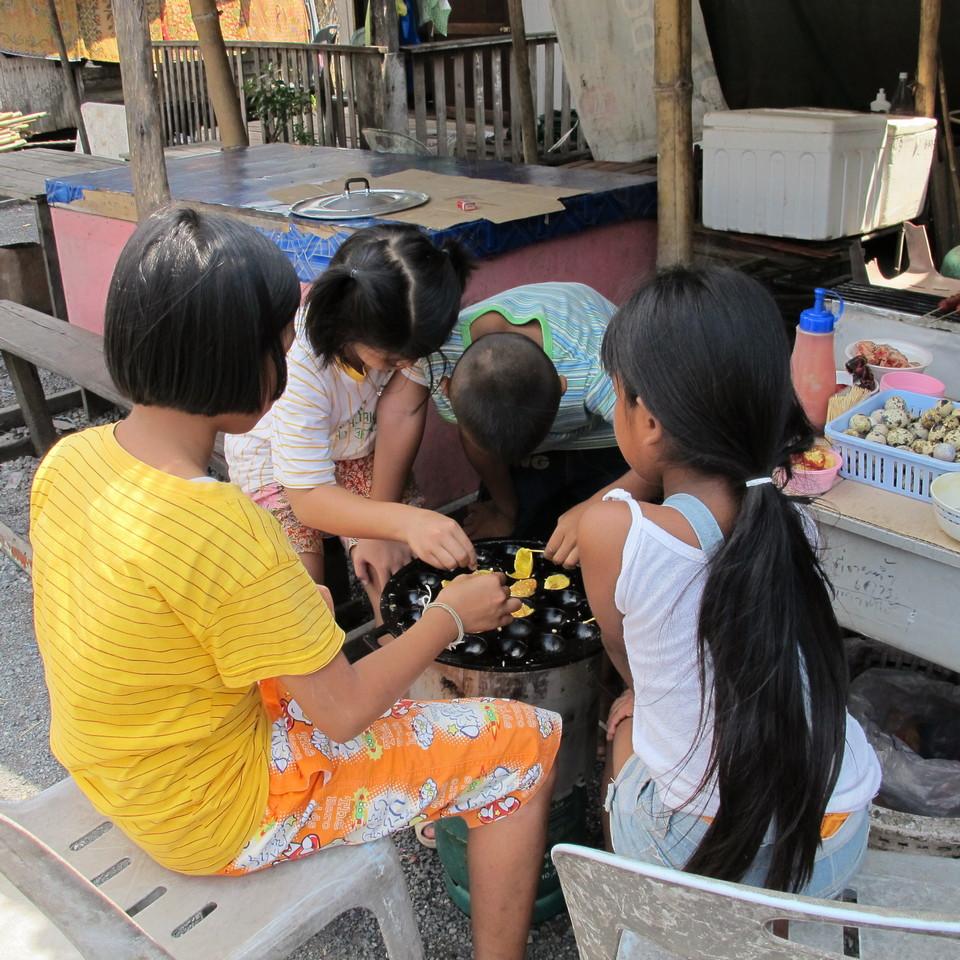 Baked quail eggs-chatuchak-market-thailand3