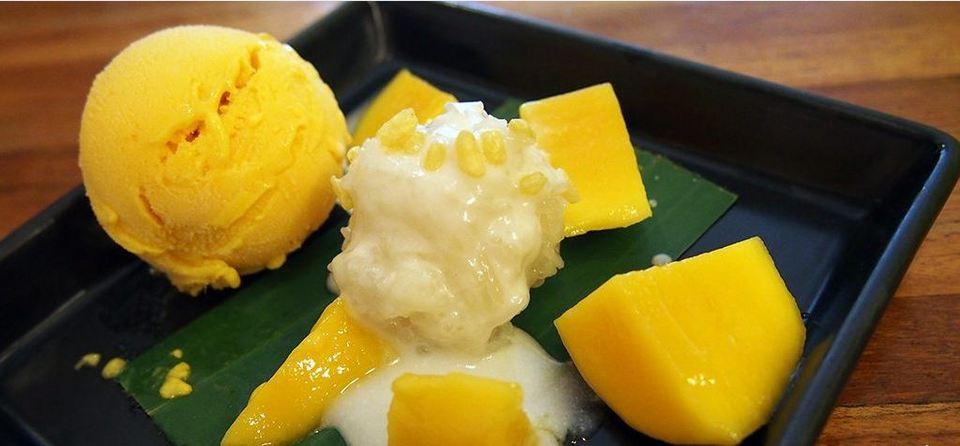 Mango & Sticky Rice-chatuchak-bangkok-thailand chatuchak market food chatuchak food guide chatuchak food blog