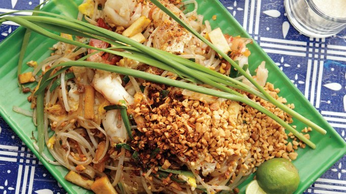 Pad Thai-chatuchak-food-in chatuchak market-bangkok
