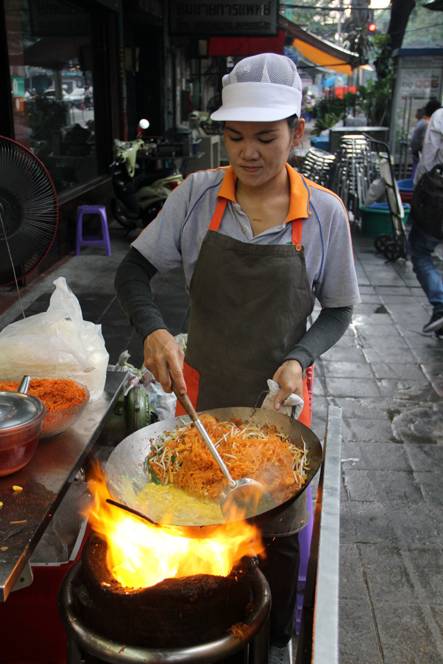 Pad Thai-chatuchak-food-in chatuchak market-bangkok3 Image credit: chatuchak food guide blog.
