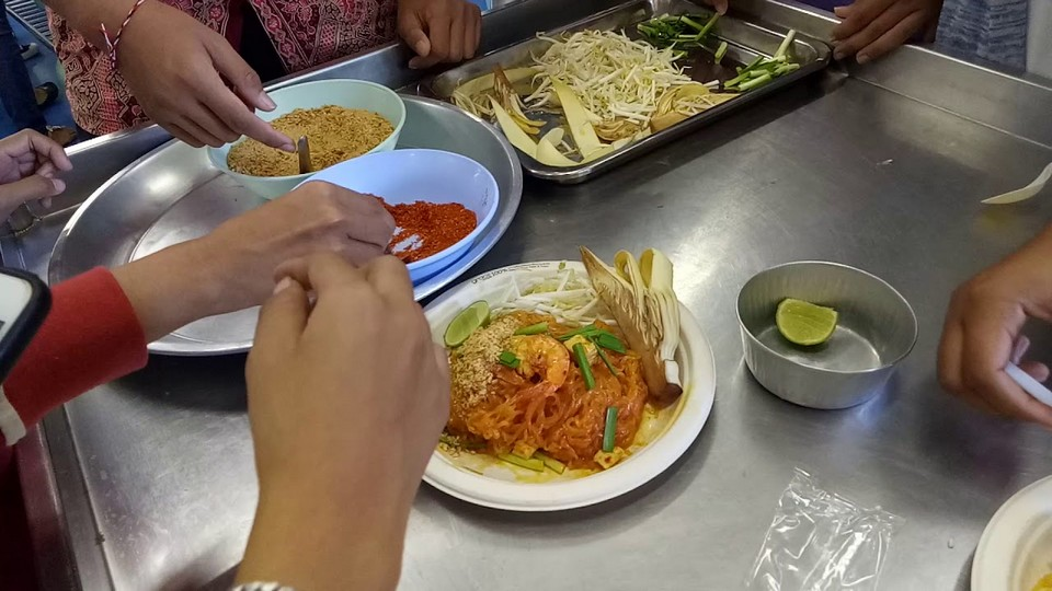 Pad Thai-chatuchak-food-in chatuchak market-bangkok5