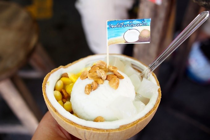 coconut ice cream-chatuchak-market (1) chatuchak market food chatuchak food guide chatuchak food blog