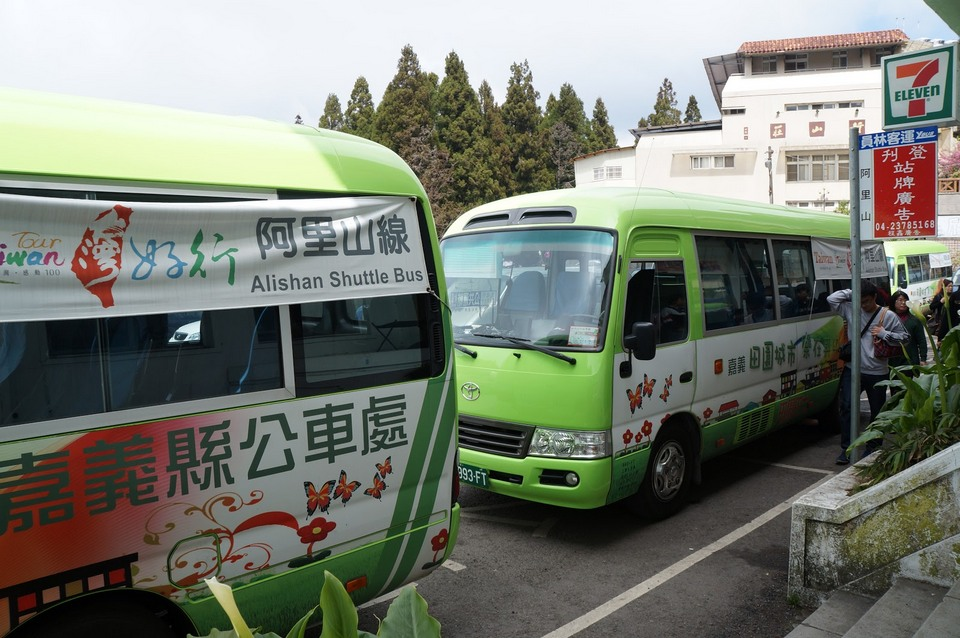 The shuttle bus to Sun Moon Lake