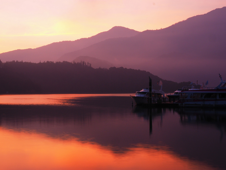 The sundown view on the Sun Moon Lake