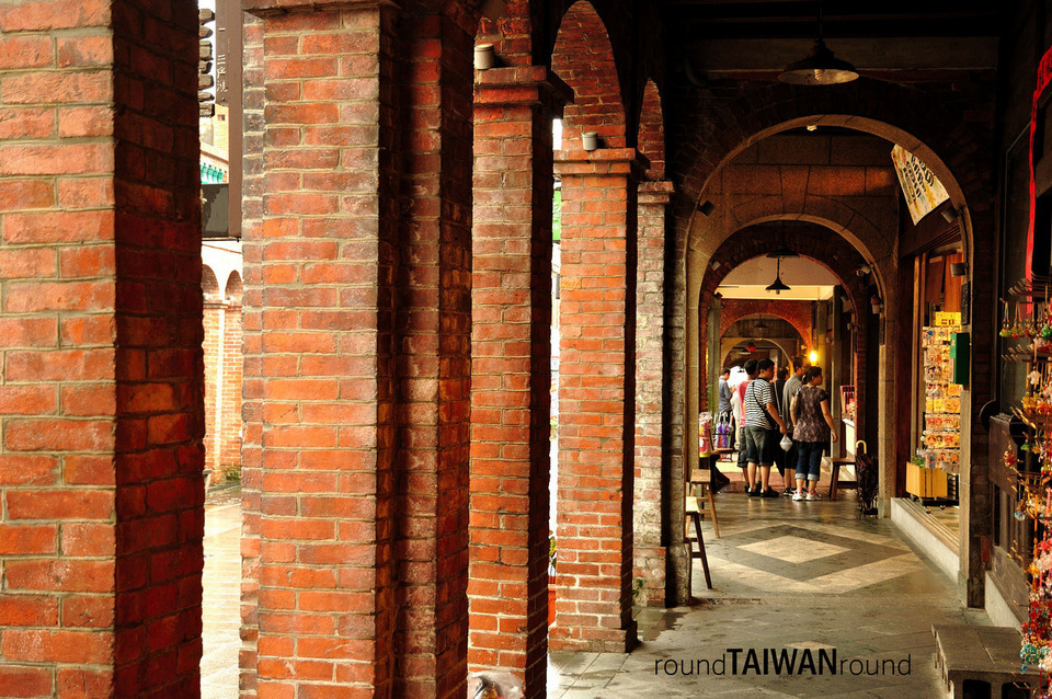 Sanxia red tiled brick houses in dome architecture
