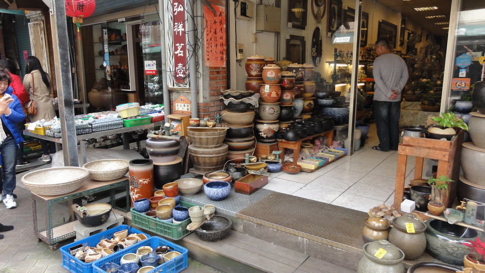 Yingge, as known as the ceramic,pottery village, is one of the urban districts in the Southwestern of New Taipei City. It is a heaven for pottery lover