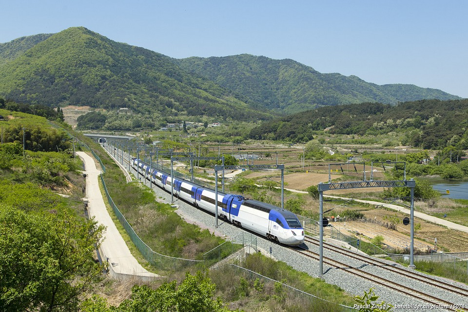 KTX-II of Korail (Korea Railroad Corporation) between Changwon-Jungang and Changwon, South Korea