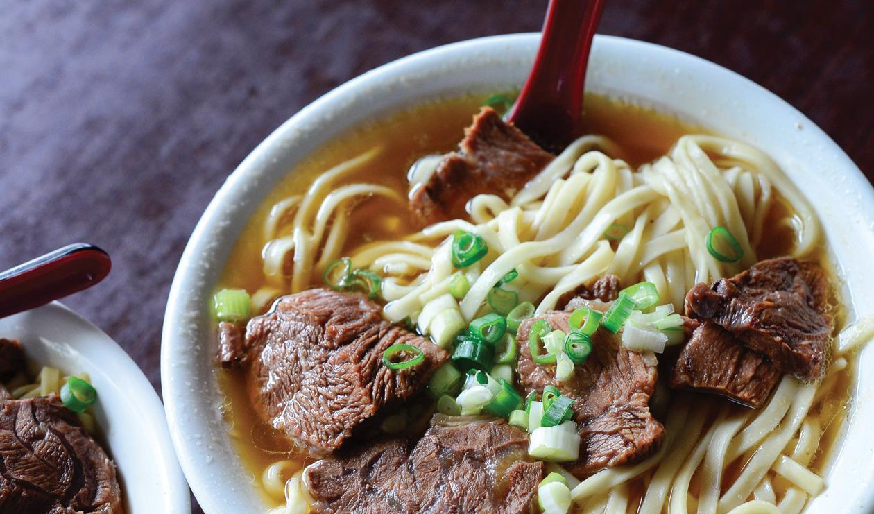 taiwanese-beef-noodle-soup-50294784 best street food in taipei must eat food in taipei taipei food blog