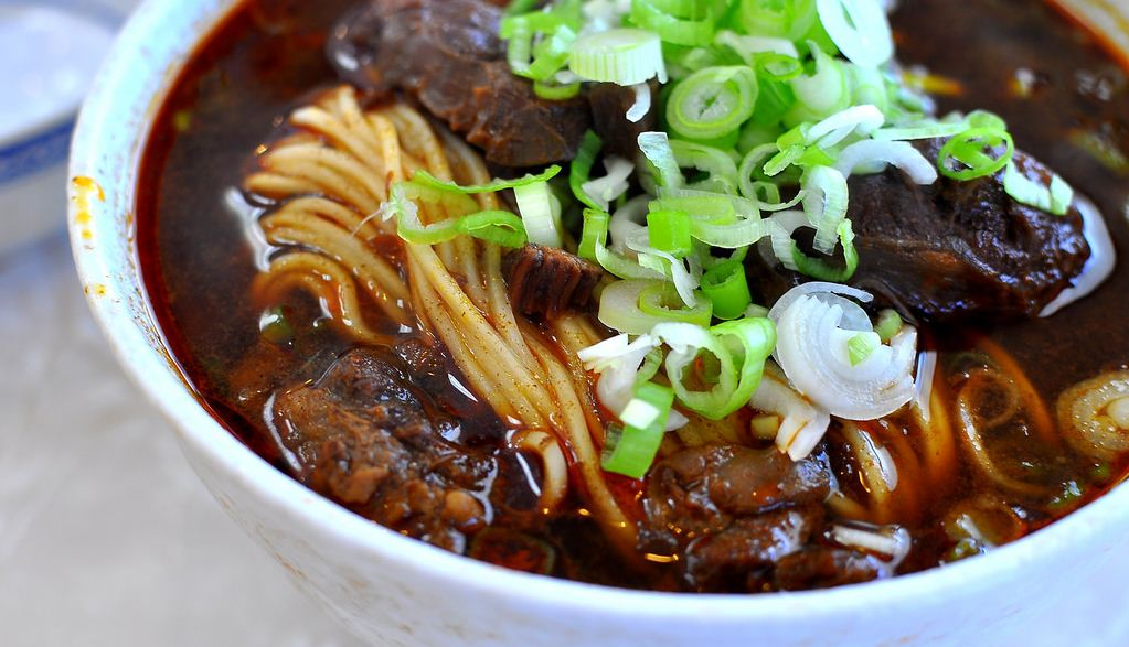 Taiwanese Beef Noodle Soup best street food in taipei must eat food in taipei taipei food blog