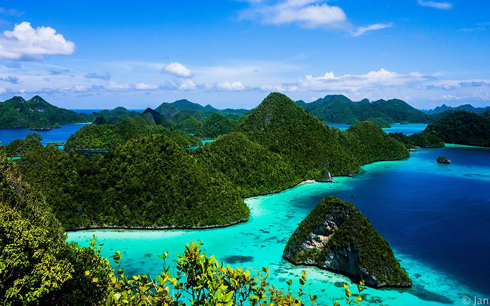 The diverse islands of Indonesia and Borneo contain all that's good about South East Asia.