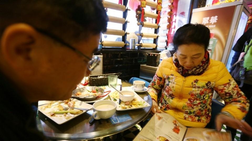 Check menu and price carefully when having meal at Hong Kong restaurant