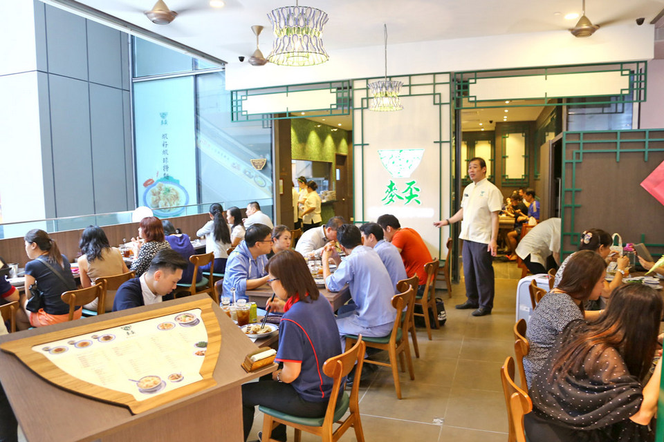 Mak s noodle 麥奀雲吞麵世家 at 77 wellington street central hong kong central